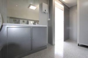 Eingangsbereich vom Toilettenwagen